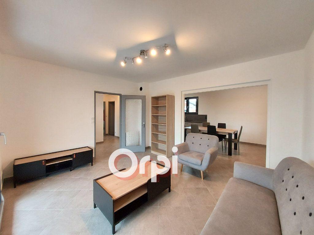 Appartement à louer 3 72.36m2 à Ville-la-Grand vignette-1