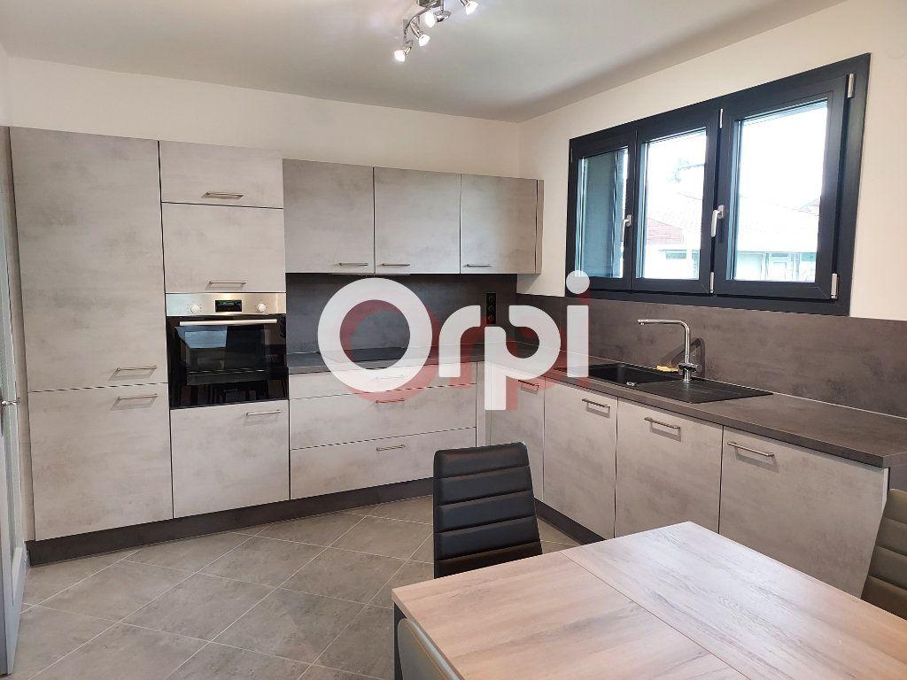 Appartement à louer 3 72.36m2 à Ville-la-Grand vignette-2