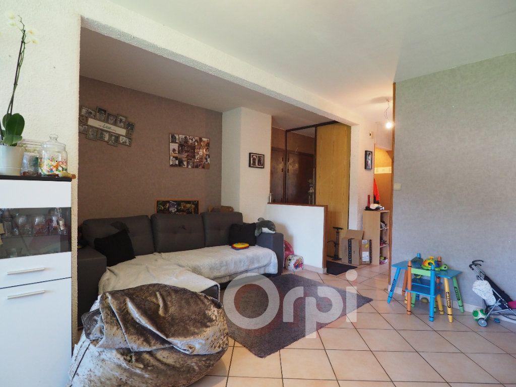 Appartement à louer 4 78.21m2 à La Roche-sur-Foron vignette-1