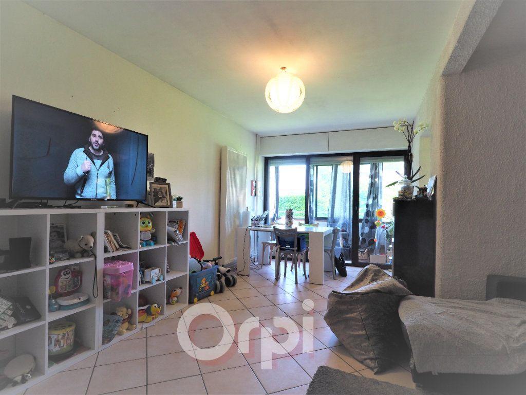 Appartement à louer 4 78.21m2 à La Roche-sur-Foron vignette-2