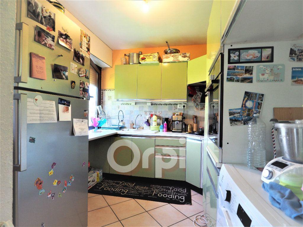 Appartement à louer 4 78.21m2 à La Roche-sur-Foron vignette-3
