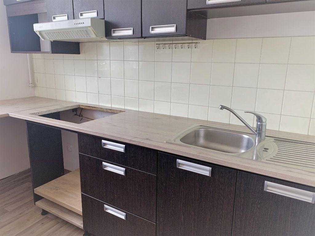Appartement à louer 2 51m2 à Saint-Laurent-du-Var vignette-2