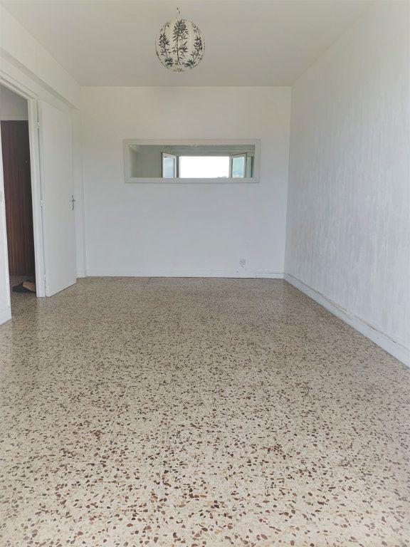 Appartement à louer 2 51m2 à Saint-Laurent-du-Var vignette-4