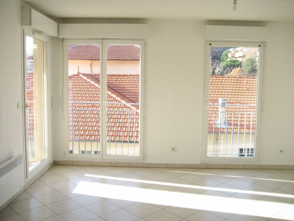 Appartement à louer 3 61.4m2 à Cagnes-sur-Mer vignette-1