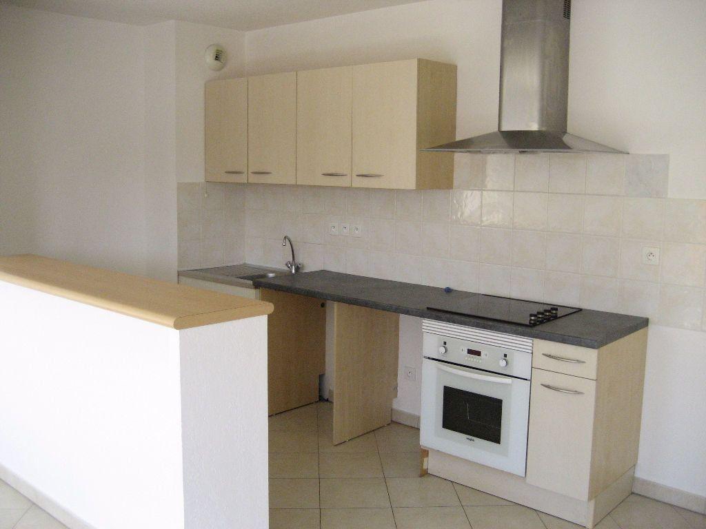 Appartement à louer 3 61.4m2 à Cagnes-sur-Mer vignette-2