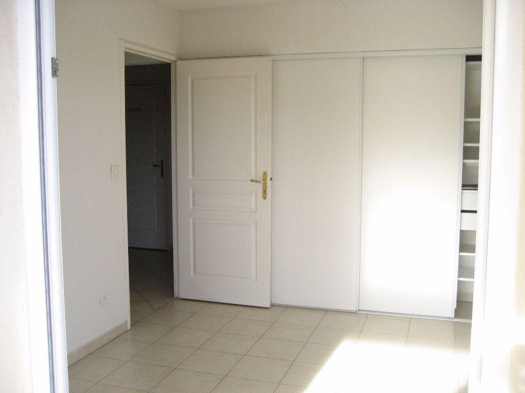Appartement à louer 3 61.4m2 à Cagnes-sur-Mer vignette-6