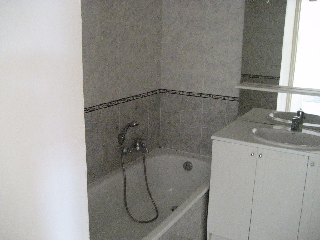 Appartement à louer 3 61.4m2 à Cagnes-sur-Mer vignette-7