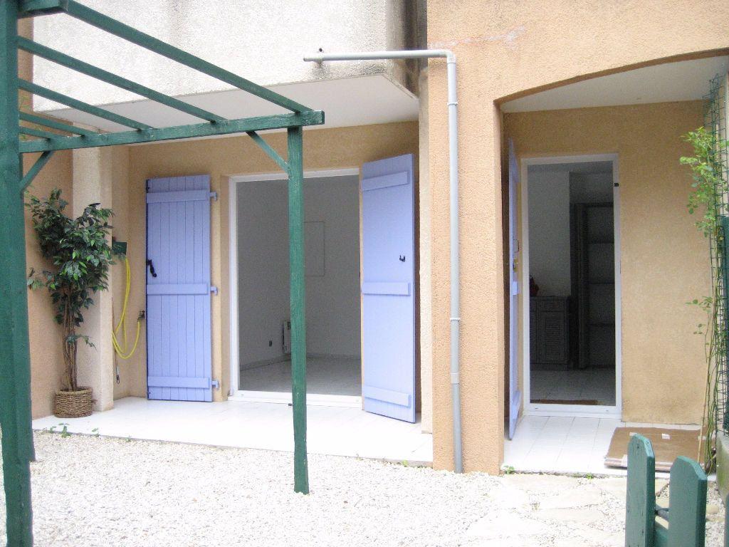 Appartement à louer 2 40m2 à Saint-Laurent-du-Var vignette-2