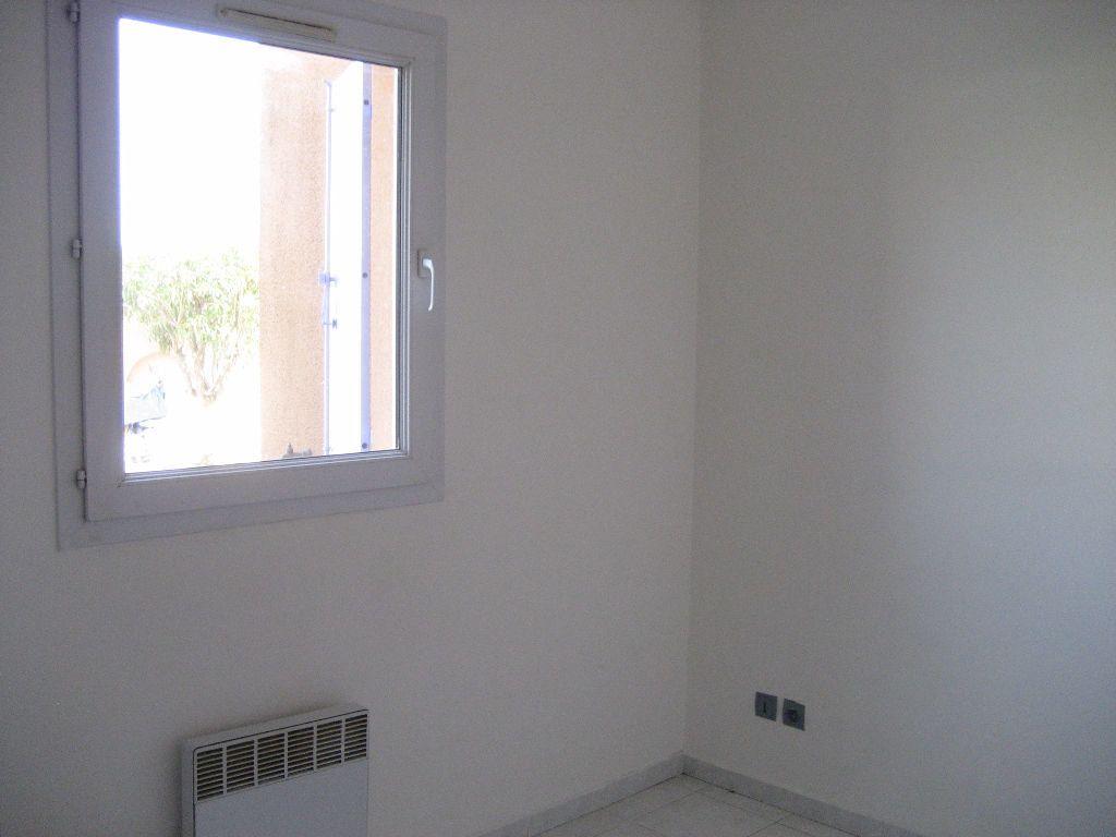 Appartement à louer 2 40m2 à Saint-Laurent-du-Var vignette-7