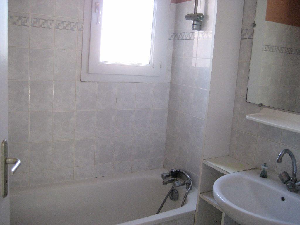 Appartement à louer 2 40m2 à Saint-Laurent-du-Var vignette-8