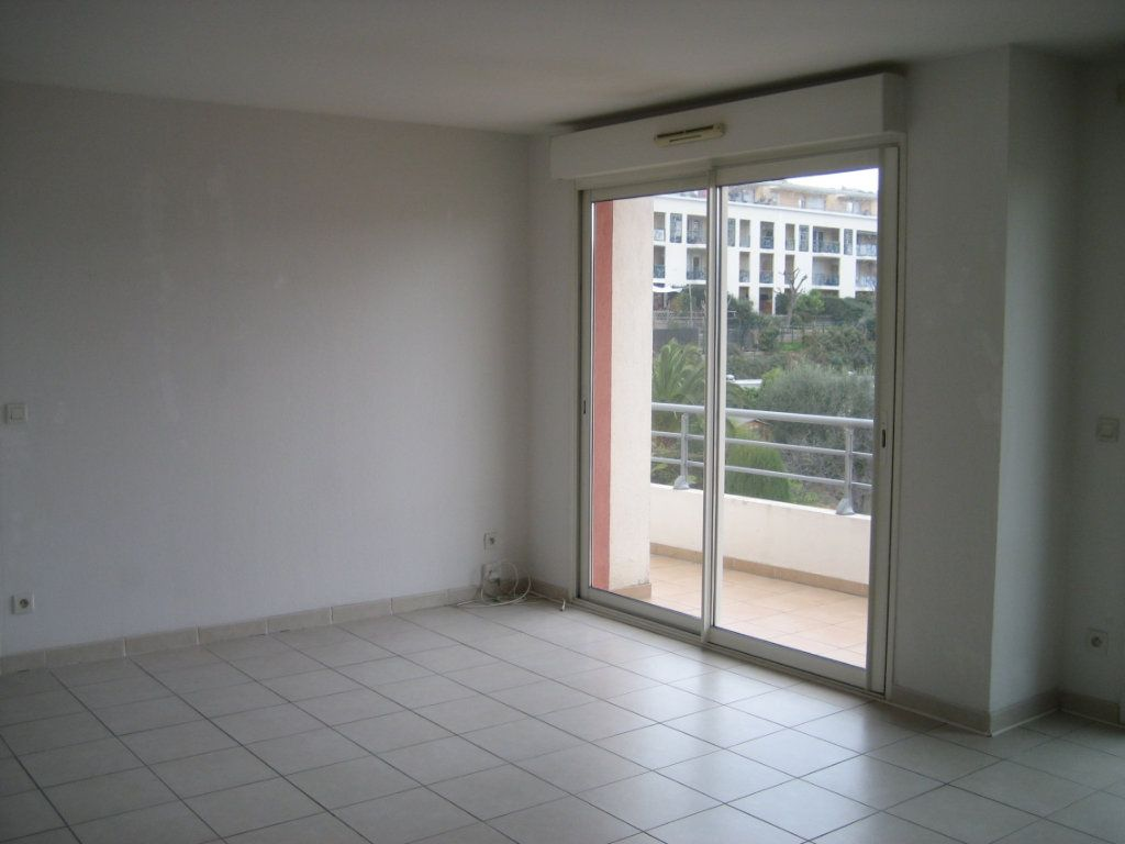 Appartement à louer 2 43m2 à Saint-Laurent-du-Var vignette-1