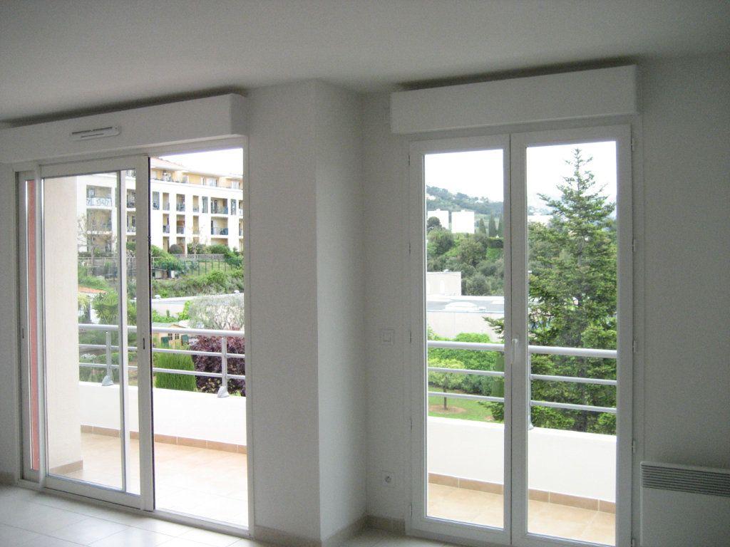 Appartement à louer 2 43m2 à Saint-Laurent-du-Var vignette-2