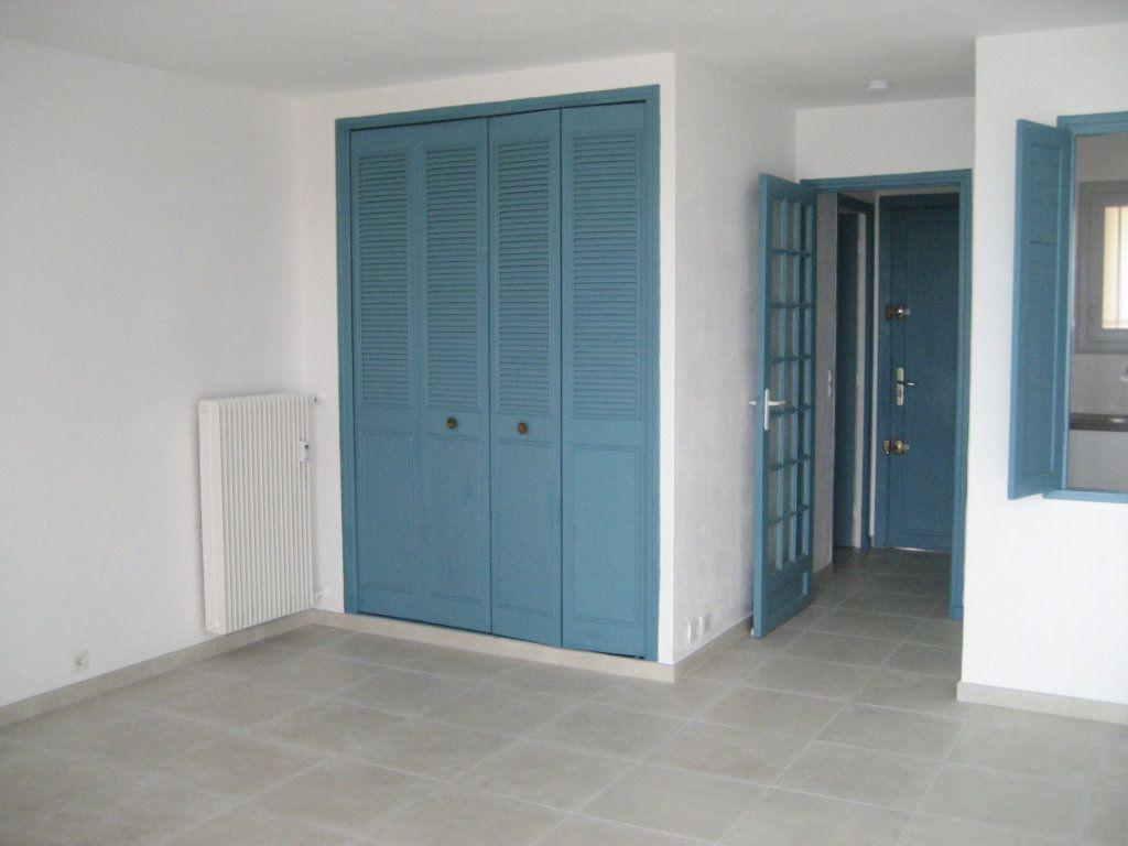 Appartement à louer 1 30.13m2 à Saint-Laurent-du-Var vignette-1