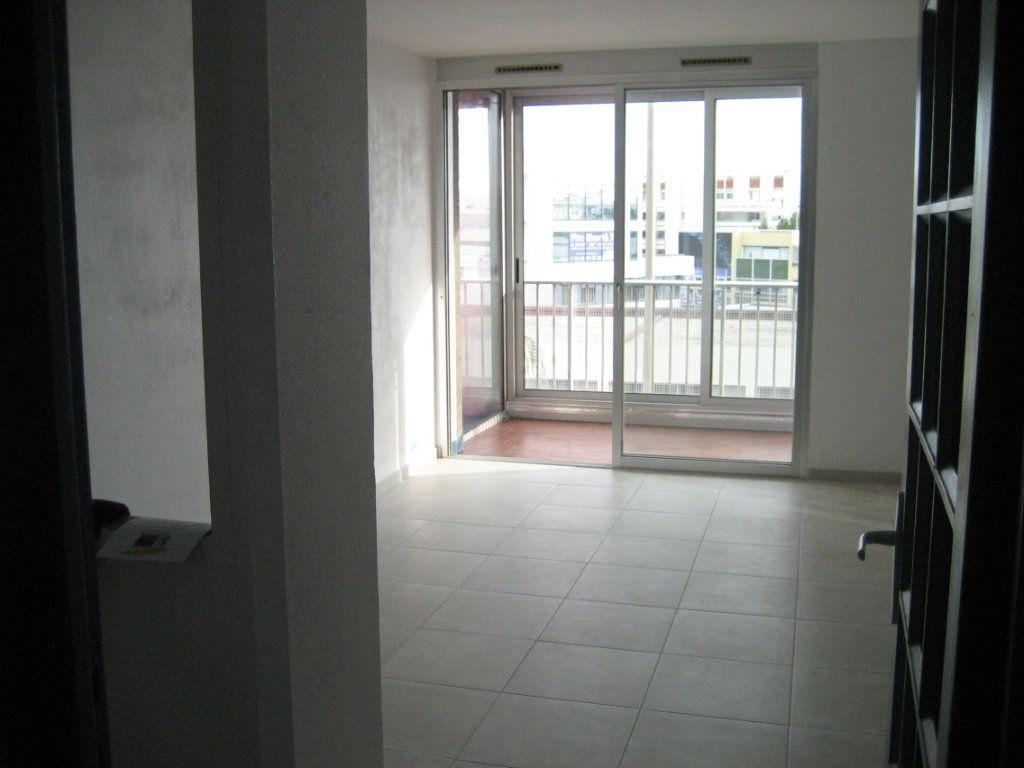 Appartement à louer 1 30.13m2 à Saint-Laurent-du-Var vignette-2