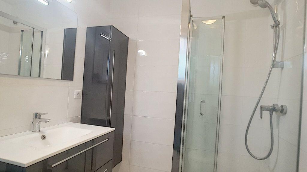 Appartement à louer 1 30.13m2 à Saint-Laurent-du-Var vignette-3