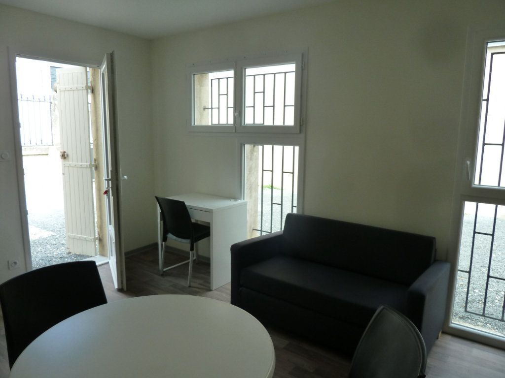 Appartement à louer 2 31m2 à Périgueux vignette-2