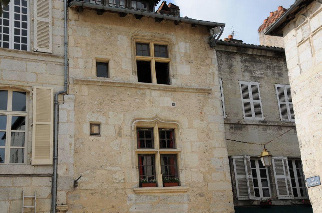 Appartement à louer 1 39m2 à Périgueux vignette-2
