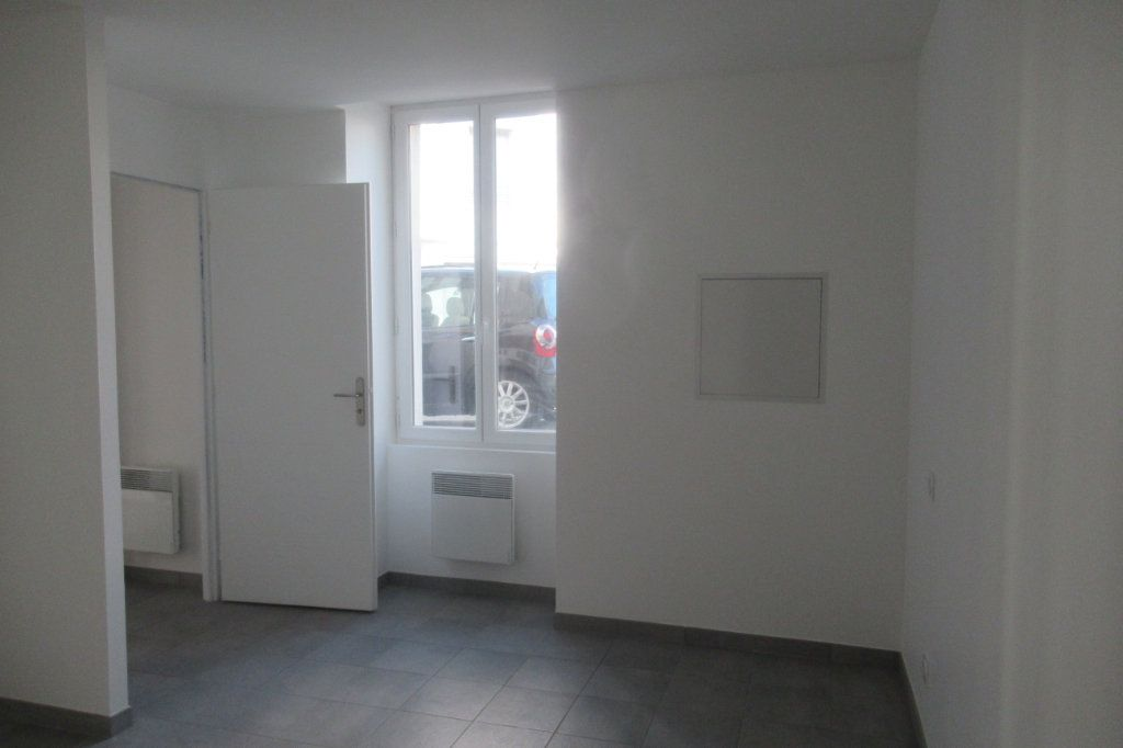 Appartement à louer 2 47.5m2 à Périgueux vignette-3
