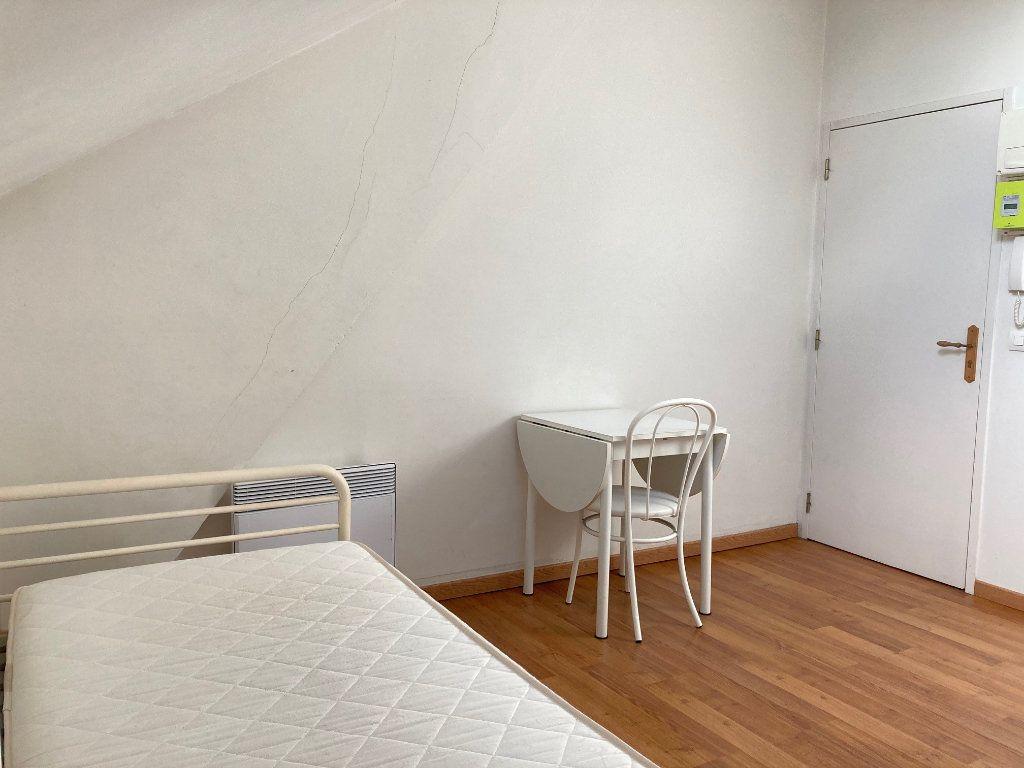 Appartement à louer 1 11m2 à Périgueux vignette-3