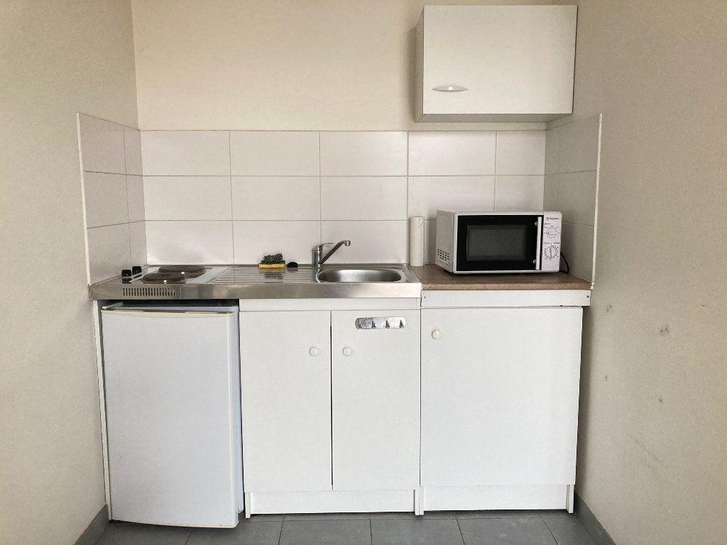 Appartement à louer 1 18m2 à Périgueux vignette-3
