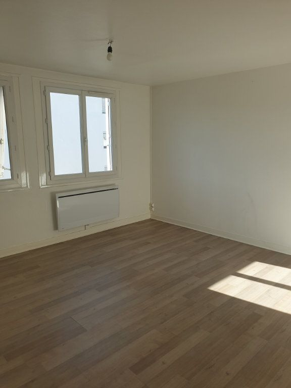 Appartement à louer 3 63.9m2 à Périgueux vignette-3