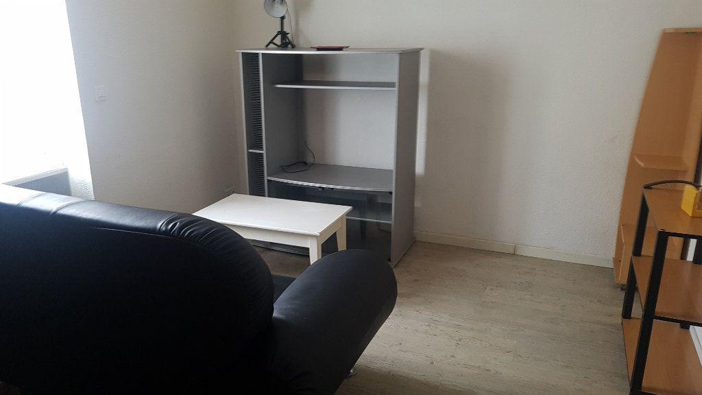 Appartement à louer 2 22m2 à Périgueux vignette-1