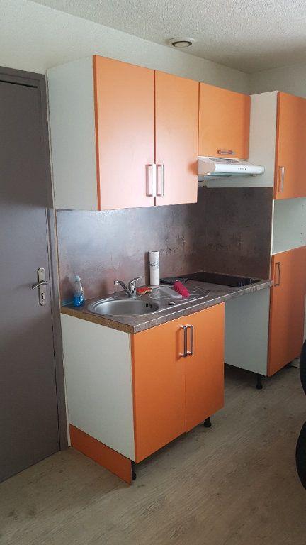 Appartement à louer 2 22m2 à Périgueux vignette-2