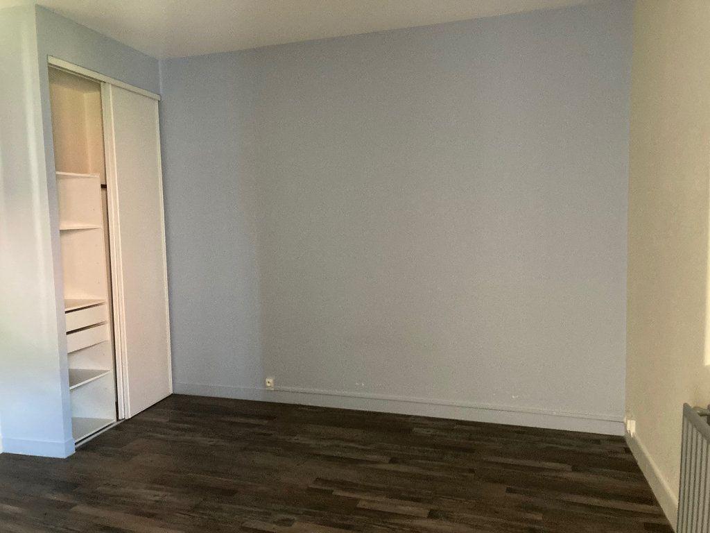 Appartement à louer 1 24m2 à Périgueux vignette-4