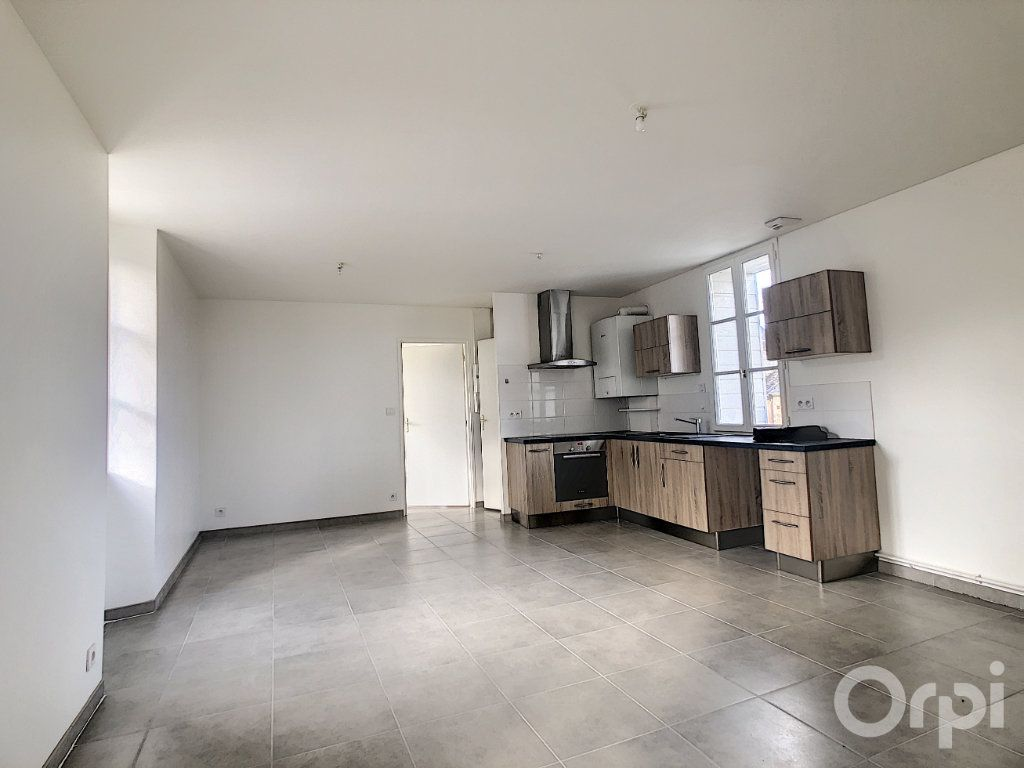 Appartement à louer 3 61.3m2 à Terrasson-Lavilledieu vignette-1