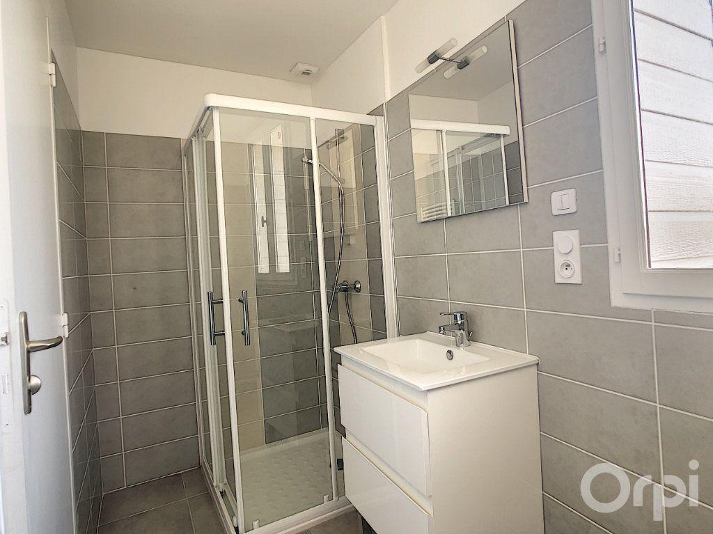 Appartement à louer 3 61.3m2 à Terrasson-Lavilledieu vignette-5