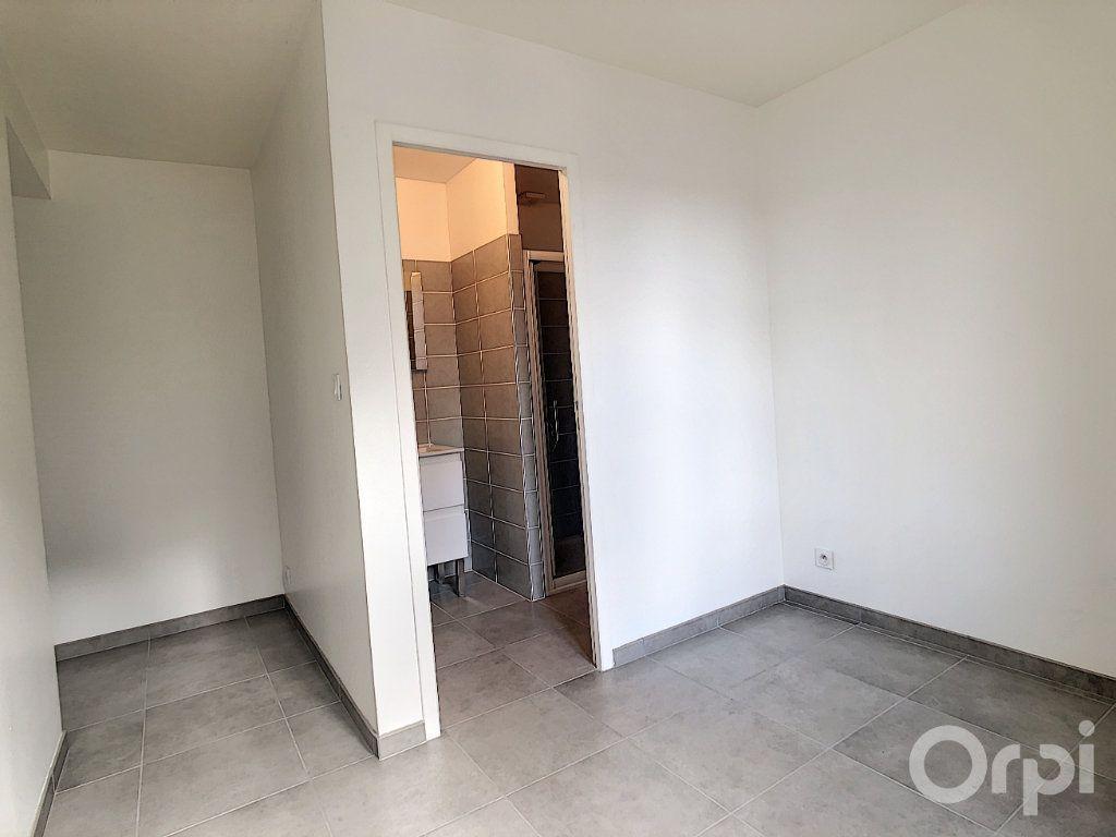 Appartement à louer 3 61.3m2 à Terrasson-Lavilledieu vignette-6