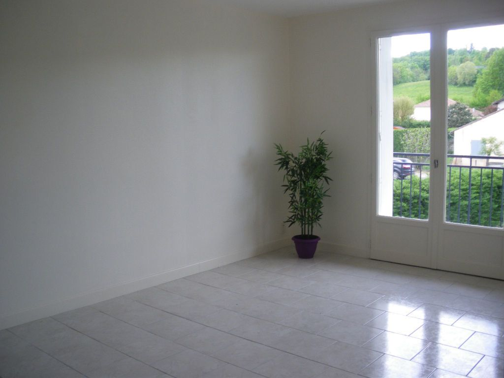 Appartement à louer 3 63.22m2 à Terrasson-Lavilledieu vignette-2