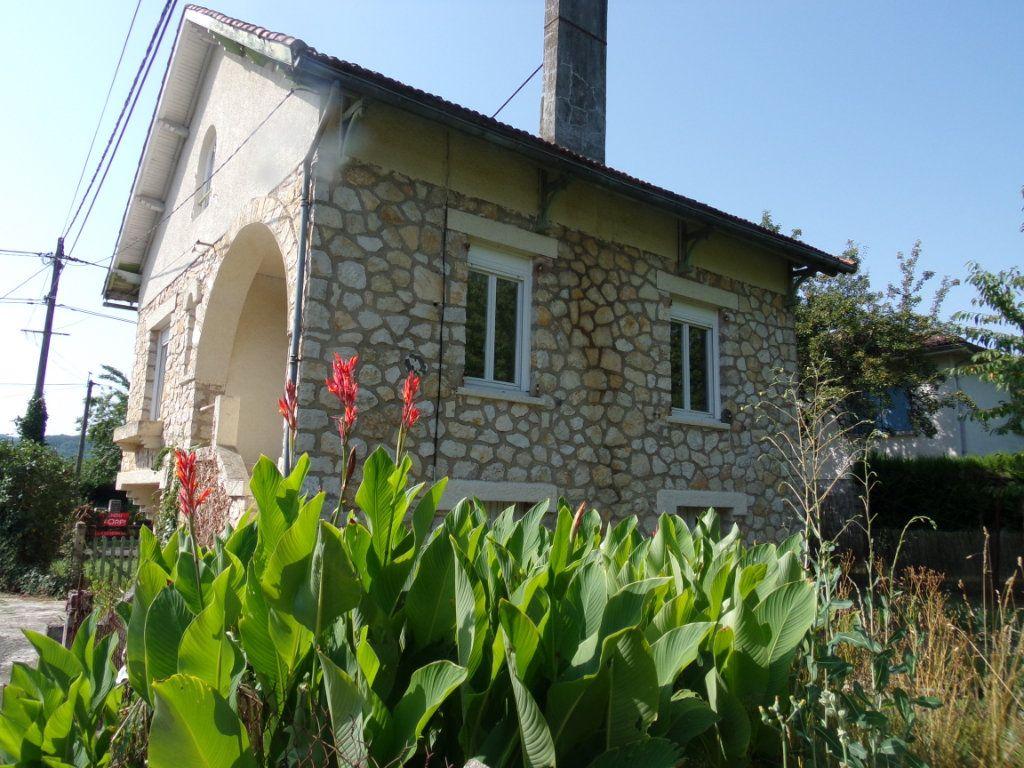 Maison à vendre 4 713m2 à Terrasson-Lavilledieu vignette-1
