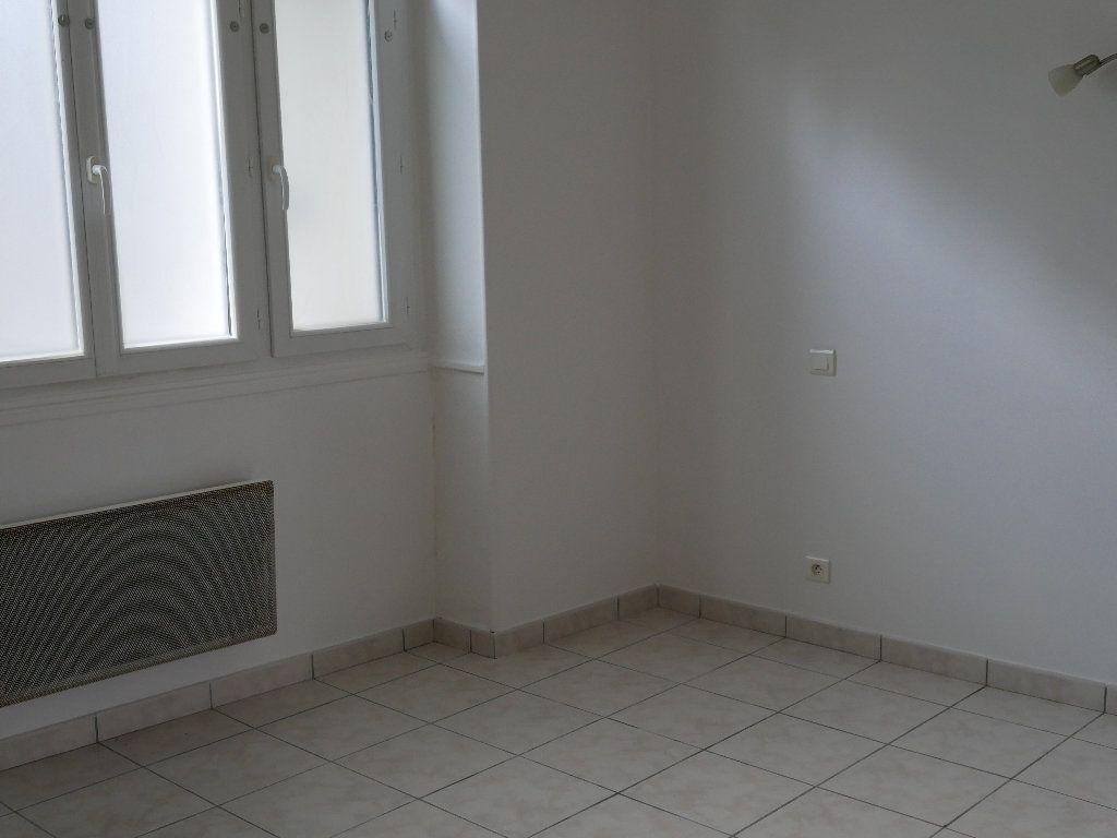 Appartement à louer 2 35m2 à Terrasson-Lavilledieu vignette-2