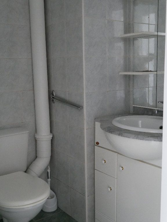 Appartement à louer 2 35m2 à Terrasson-Lavilledieu vignette-3