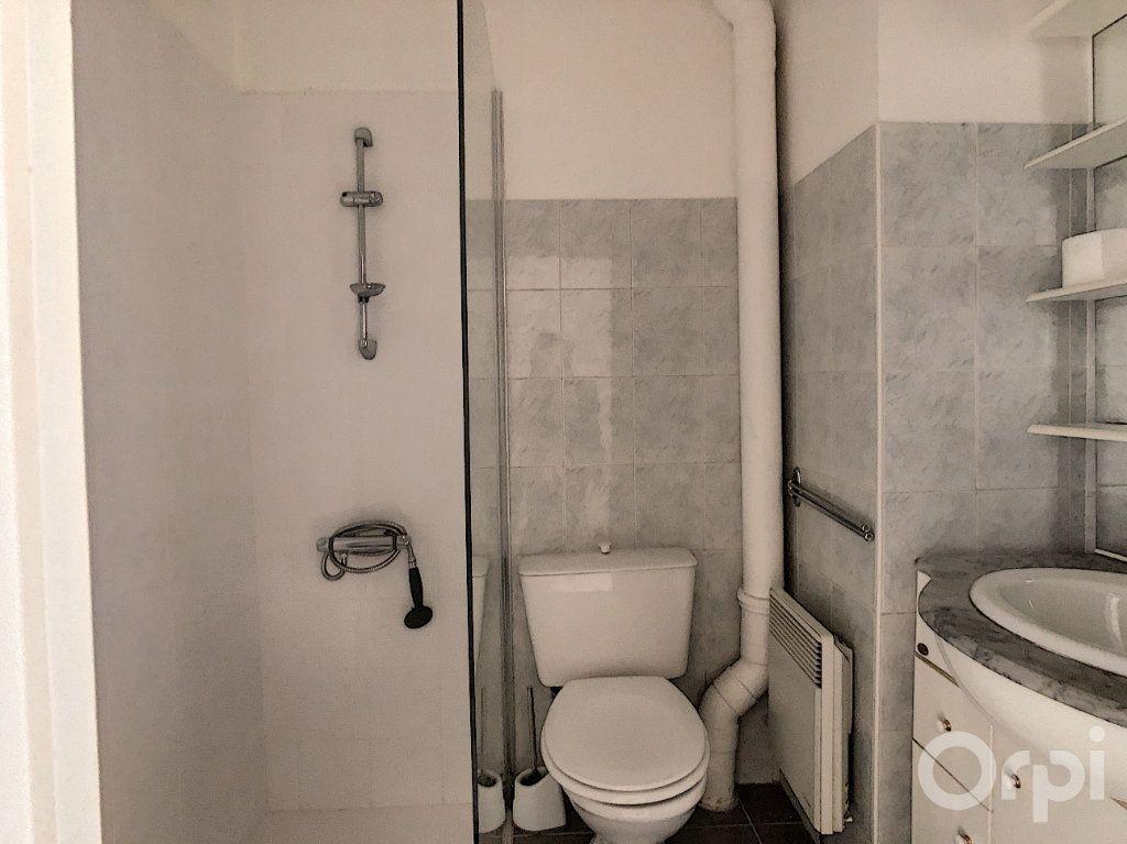 Appartement à louer 2 35m2 à Terrasson-Lavilledieu vignette-4