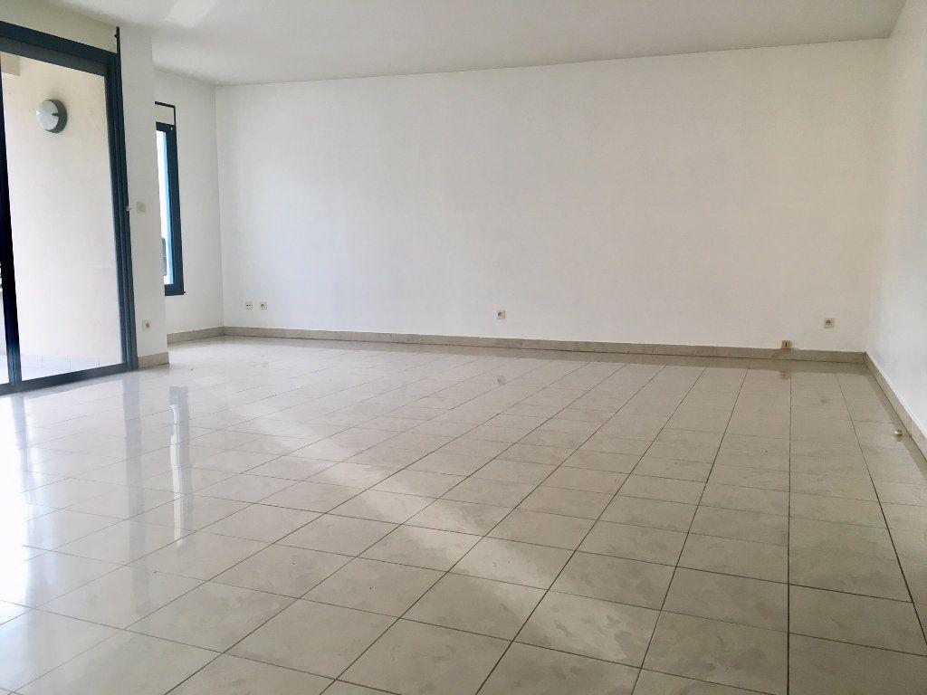 Appartement à louer 4 115.73m2 à Terrasson-Lavilledieu vignette-2