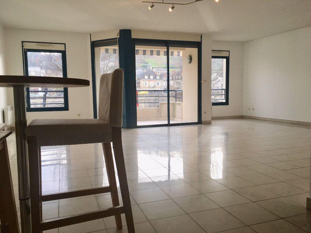 Appartement à louer 4 115.73m2 à Terrasson-Lavilledieu vignette-3