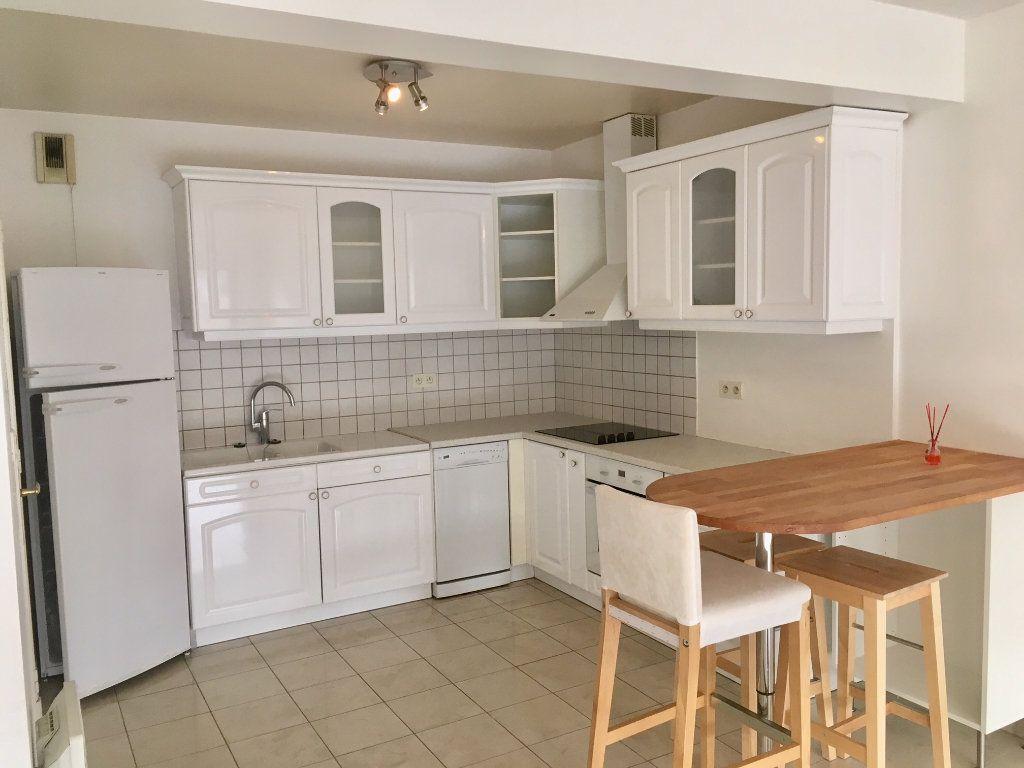 Appartement à louer 4 115.73m2 à Terrasson-Lavilledieu vignette-4
