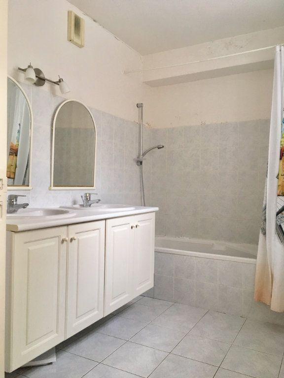 Appartement à louer 4 115.73m2 à Terrasson-Lavilledieu vignette-5