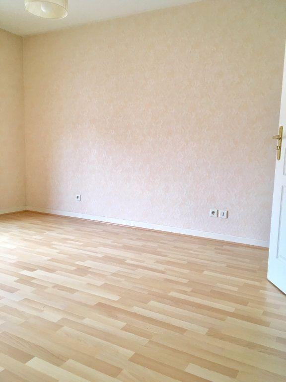 Appartement à louer 4 115.73m2 à Terrasson-Lavilledieu vignette-6