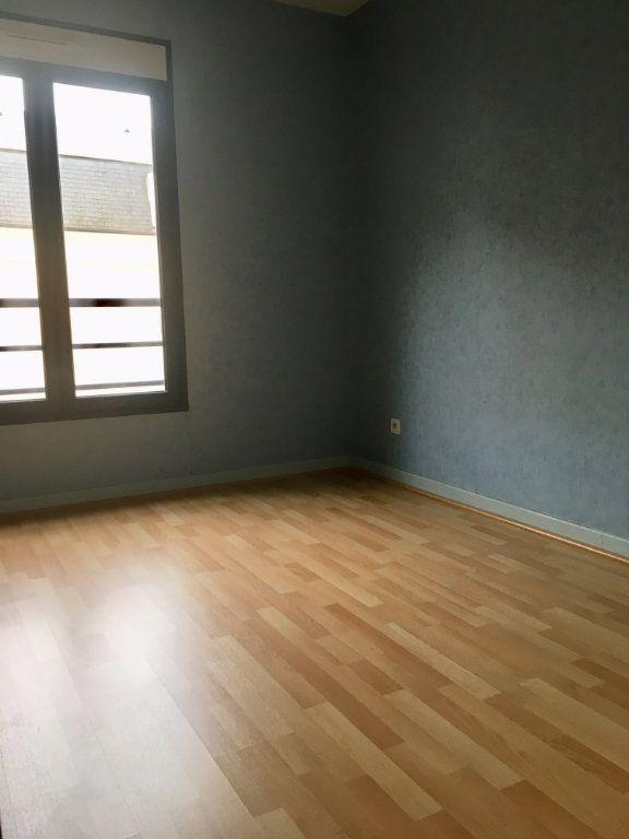 Appartement à louer 4 115.73m2 à Terrasson-Lavilledieu vignette-9