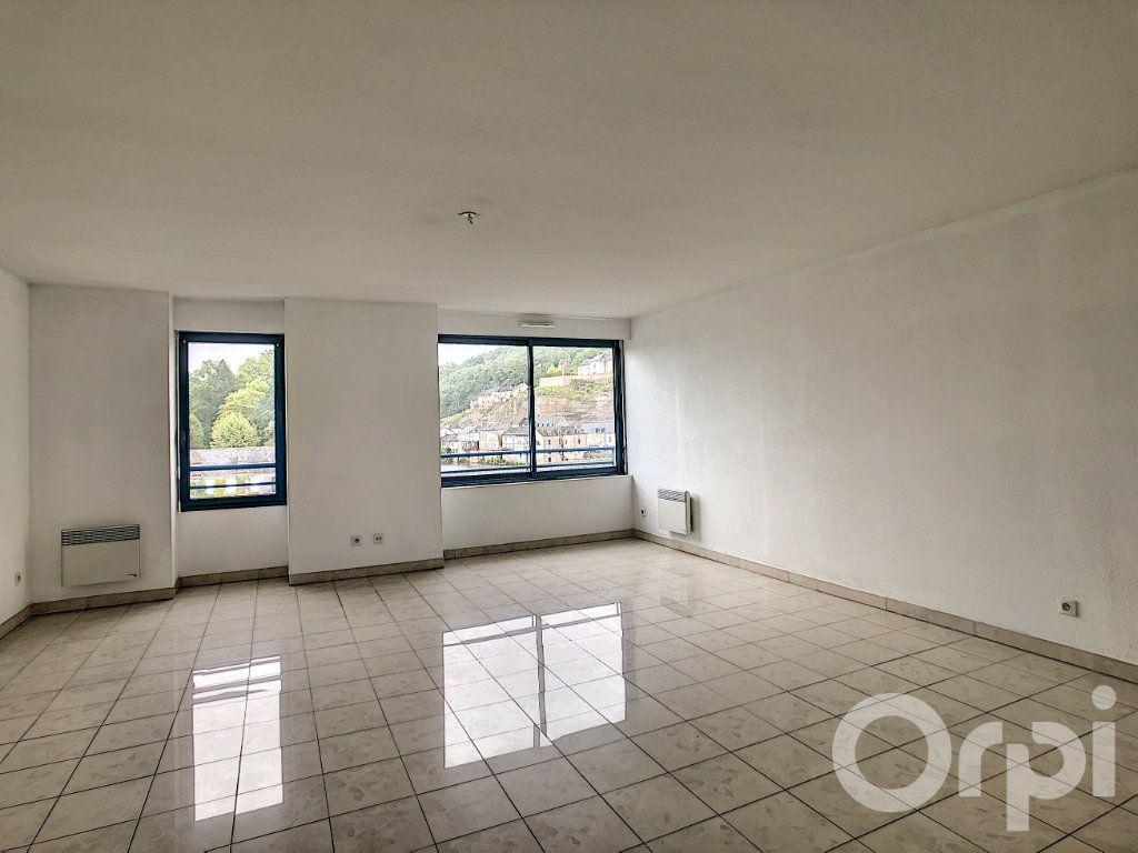 Appartement à louer 3 70.53m2 à Terrasson-Lavilledieu vignette-3