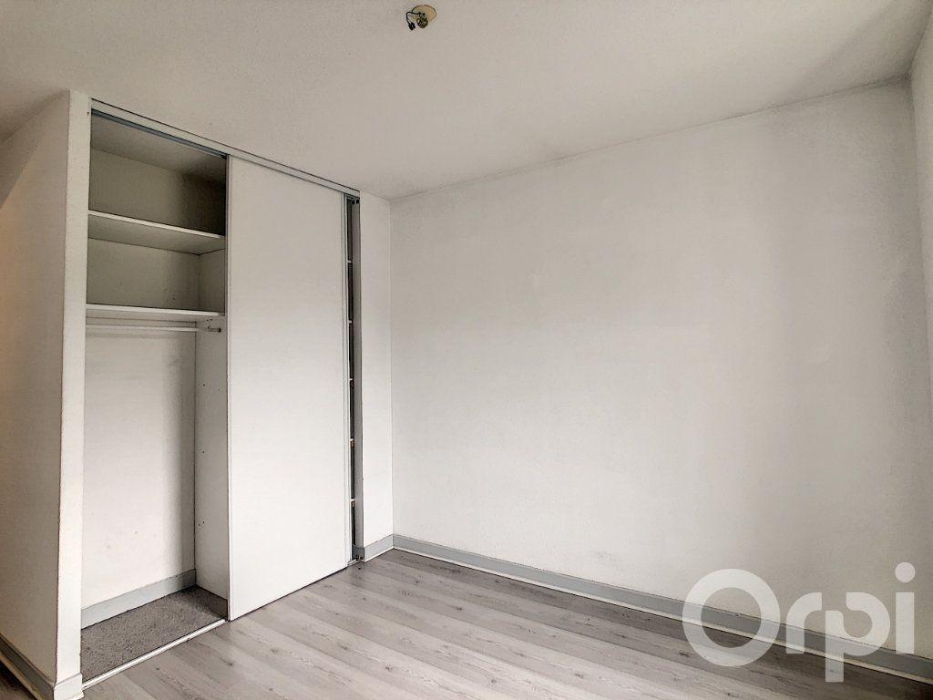 Appartement à louer 3 70.53m2 à Terrasson-Lavilledieu vignette-6