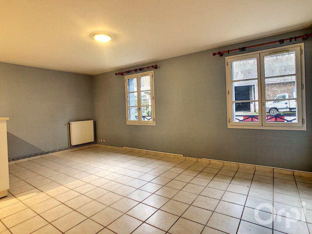 Appartement à louer 3 67m2 à Terrasson-Lavilledieu vignette-1