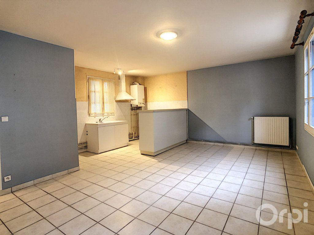 Appartement à louer 3 67m2 à Terrasson-Lavilledieu vignette-2