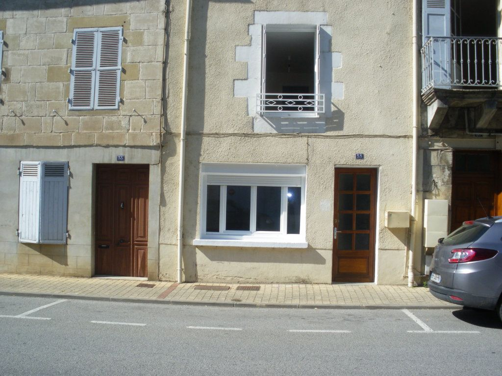 Maison à louer 4 105m2 à Terrasson-Lavilledieu vignette-1