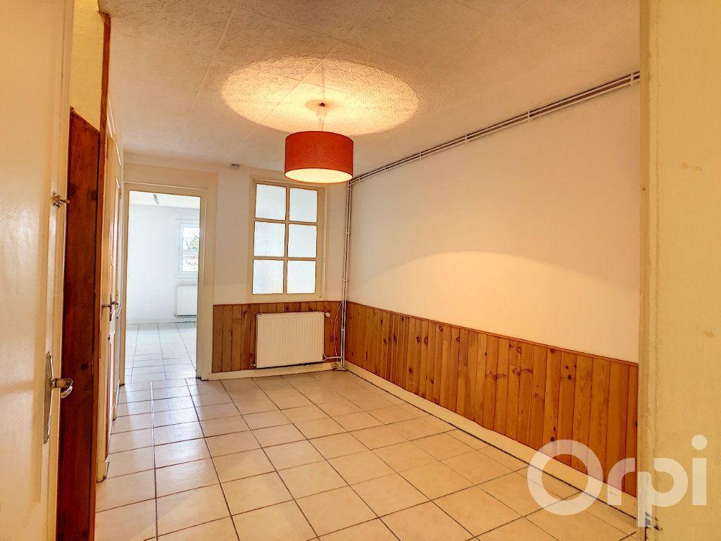Maison à louer 4 105m2 à Terrasson-Lavilledieu vignette-3