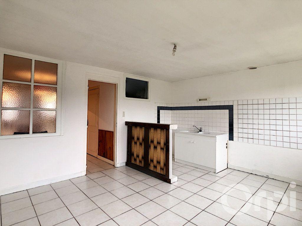 Maison à louer 4 105m2 à Terrasson-Lavilledieu vignette-4
