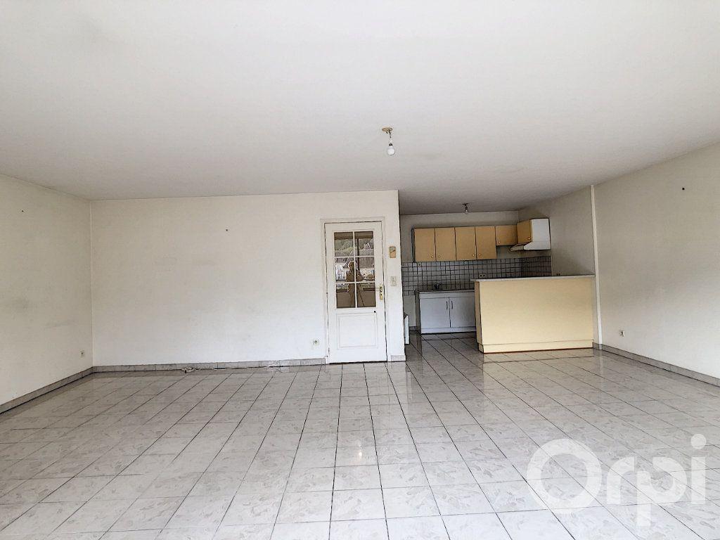 Appartement à louer 4 112m2 à Terrasson-Lavilledieu vignette-2